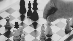 戦略と戦術の違いを図解で理解しよう[ビジネスに活きる稀代の戦略家&戦術家たちの名言]